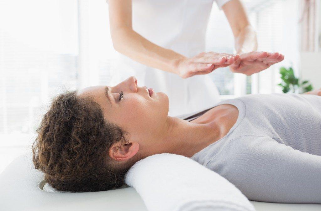 Woman having a reiki treatment